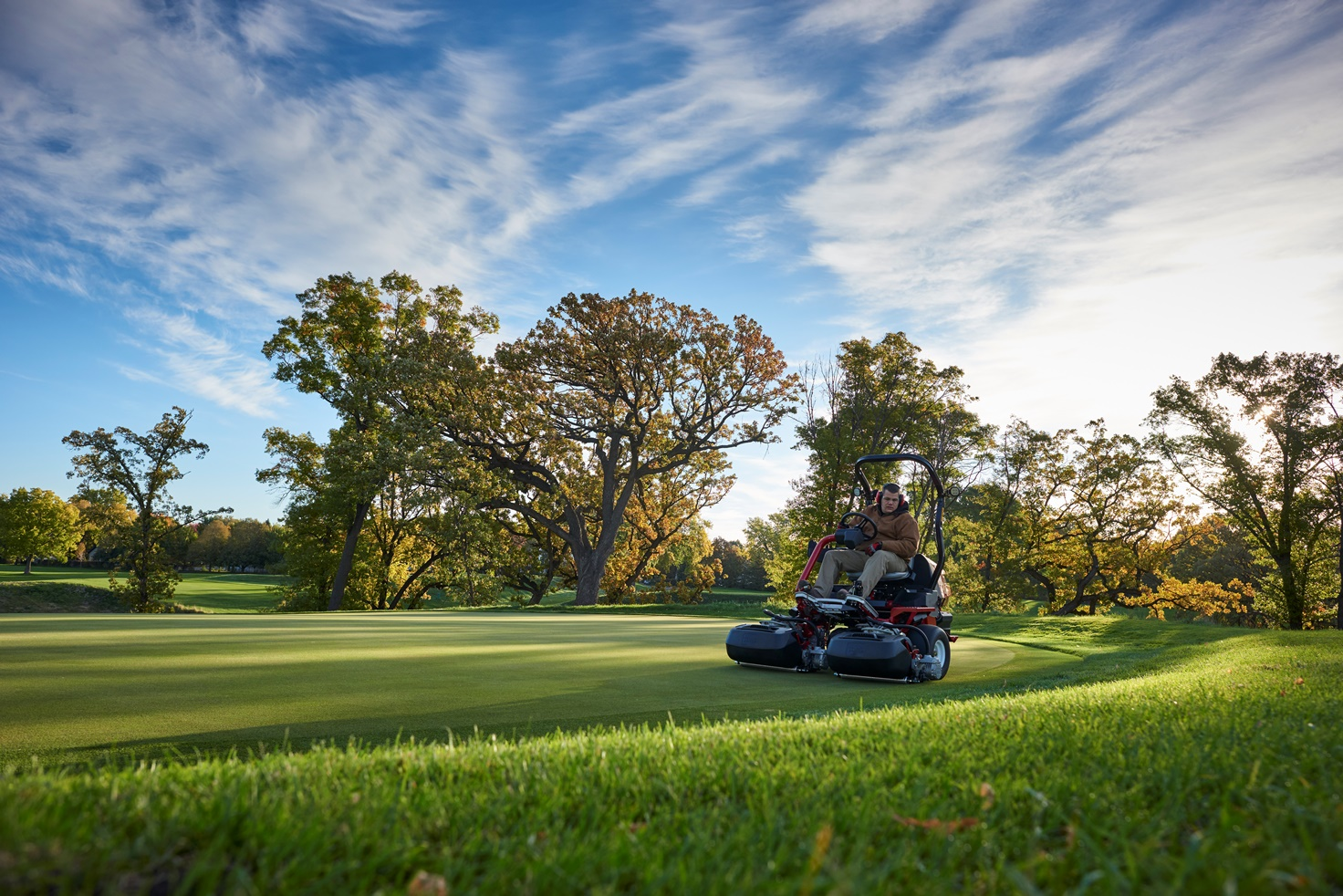 The new revolutionary, non-hydraulic Toro® Greensmaster® eTriFlex™ 3360 greensmower is here