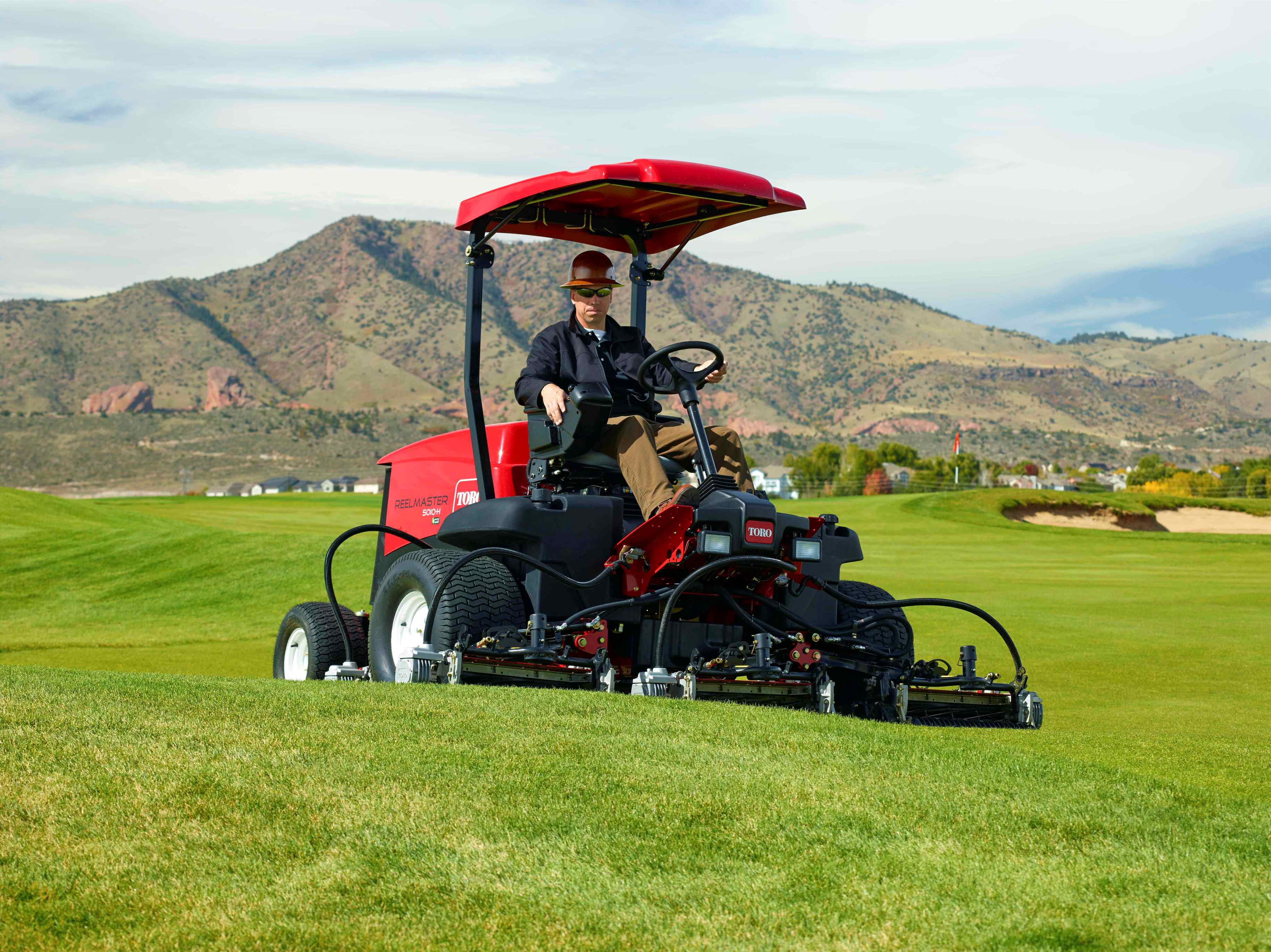 The Industry's First Fairway Mower with a True Hybrid Drive System: the Reelmaster® 5010-H